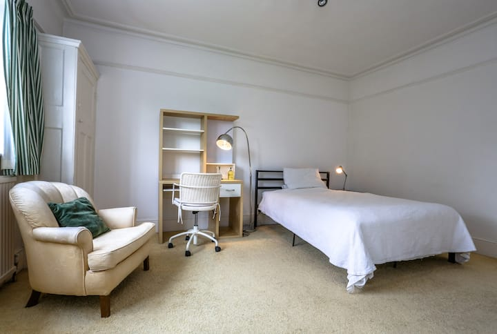 Spacious Room in Large Edwardian House