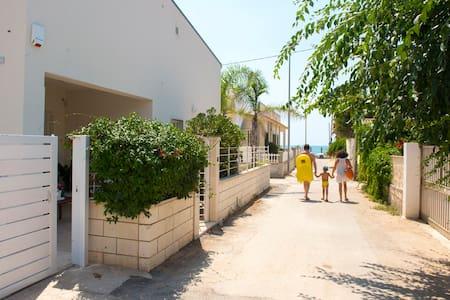 Casa vacanza a 50 metri dal mare - Caucana-finaiti-casuzze-finaiti Nord - 獨棟