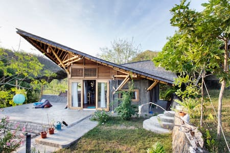 Amazing Bamboo Villa in Gerupuk Bay