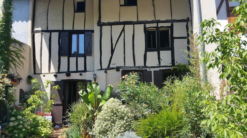 Jolie maison à colombages 1 - MONTAUT - Huis