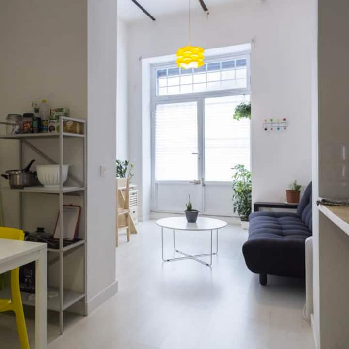 ***CENTRAL***STUDIO HEART of MADRID. YELLOW.