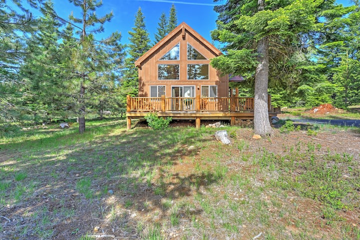 Klamath Falls Cabin w/ Patio & Mountain Views!