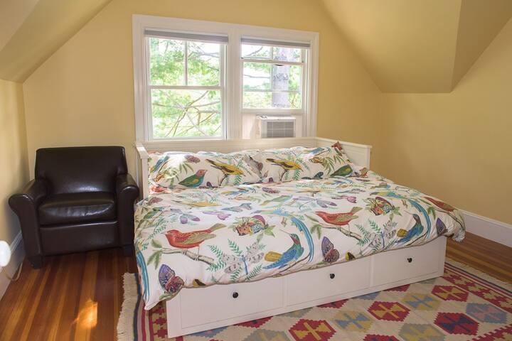 Sunrise Room in 3rd Floor Suite - Cranston - House