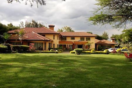Karen Palace Inn, located in Karen - Nairobi - Bed & Breakfast