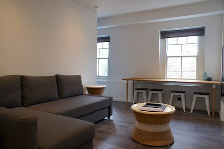 One Bedroom Apt on Shoreditch High Street
