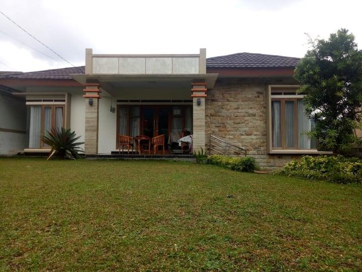 Villa Restu 8.   3 kamar puncak montain view