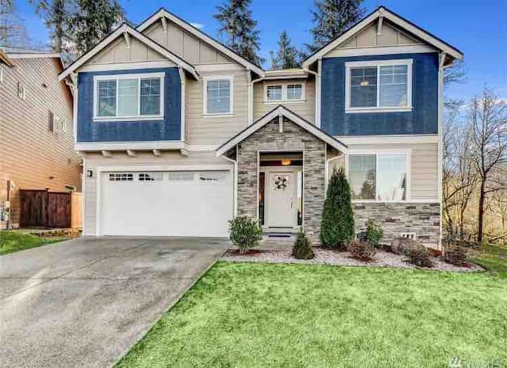 Beautiful home, 4 bedrooms, 3 full size baths