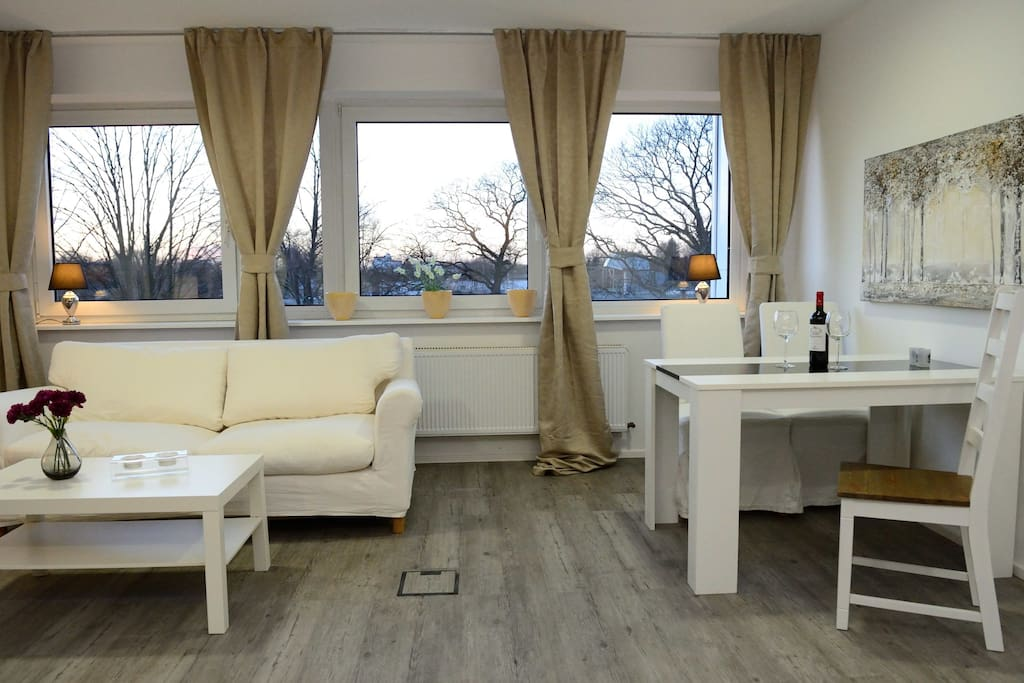 Wohn-und Essbereich mit Schlafsofa für 1-2 Personen