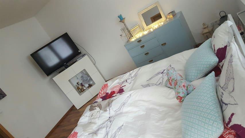 Charmantes Zimmer mit Balkon - フレンスブルク - 一軒家