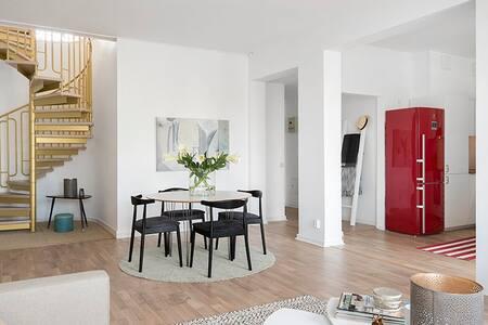 Unique 2 stories modern apartment