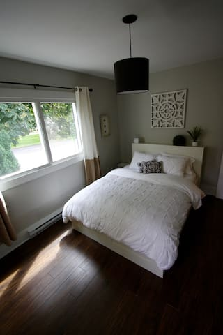 Beautiful, modern, centrally located suite!