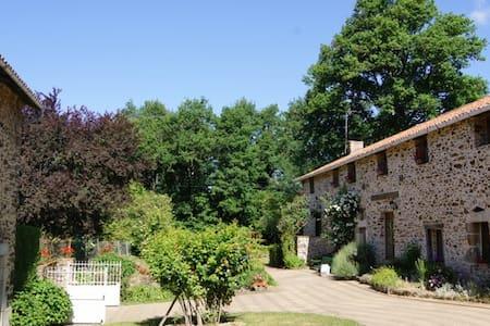Chambre privée en périgord vert - St Jory de Chalais