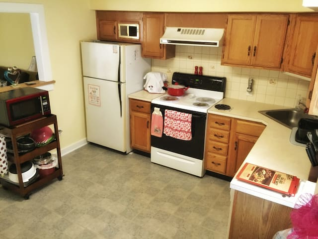 20 Minute train to Pope! - Lansdale - Apartment