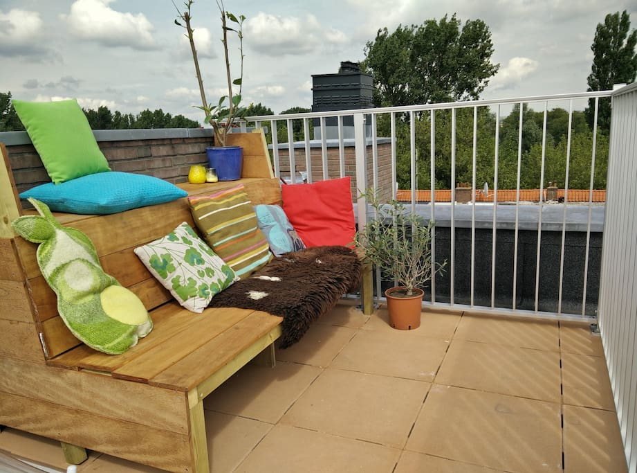 Bench on roof terrace with a breathtaking view over Amsterdam
