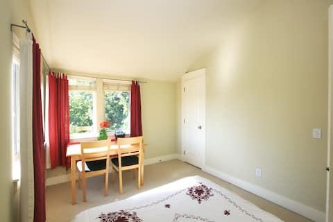 Bright room in Seattle Judkins Park
