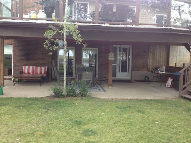 Private 1700 sq.ft. Country Getaway - Airdrie - Ev