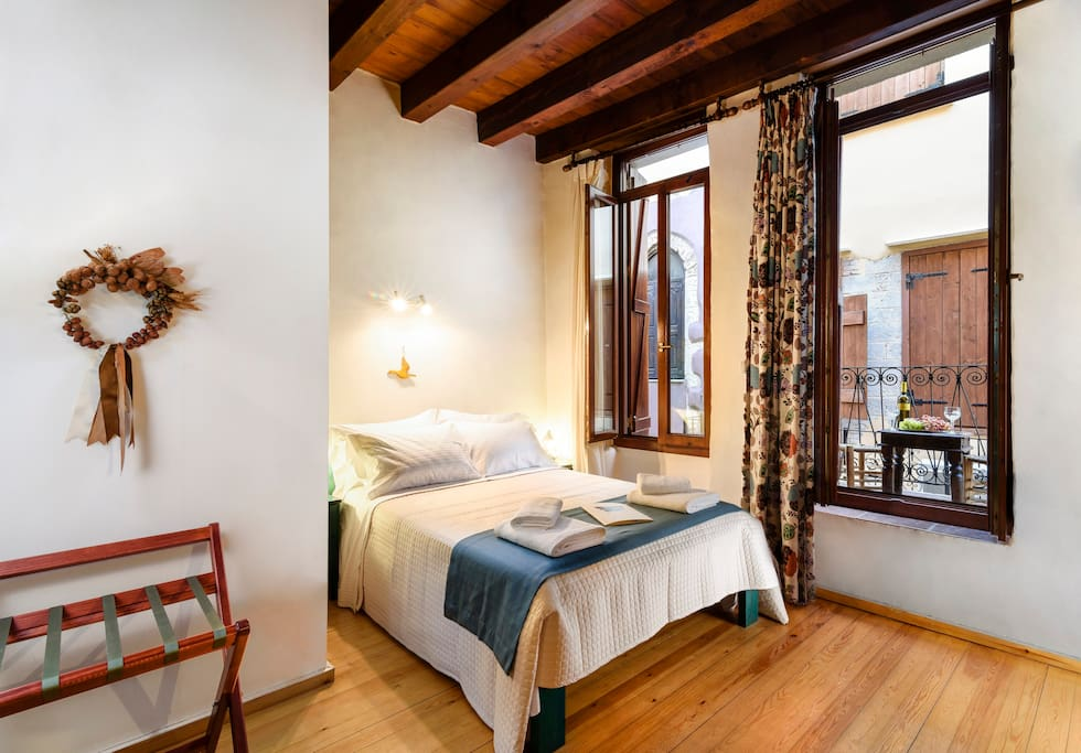 This beautiful studio is also located on the first floor of the hotel. Occupying 26m², it easily accommodates 2 persons and enjoys a splendid view of the traditional, stone-paved alleys. It's a warm and welcoming room with thoughtful details!
