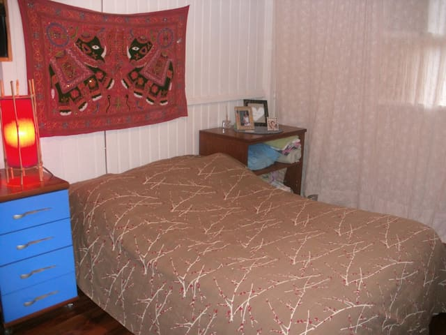 Cama do quarto de casal.