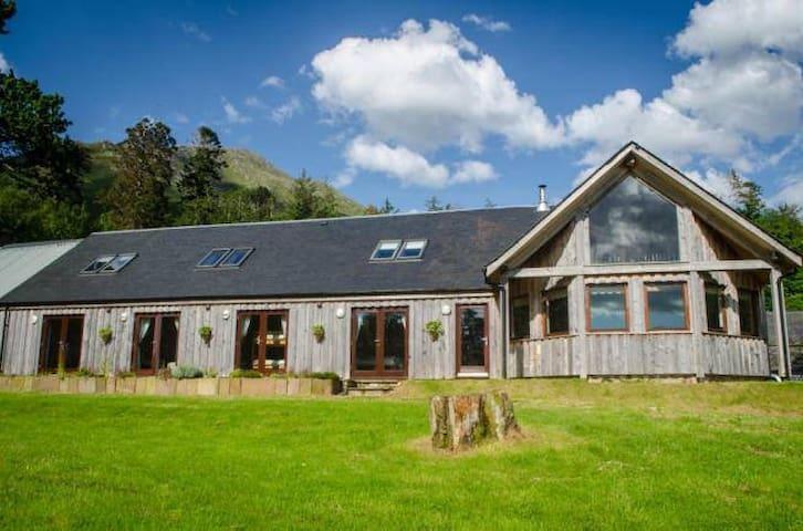 Knoydart Lodge - Large Group Rental