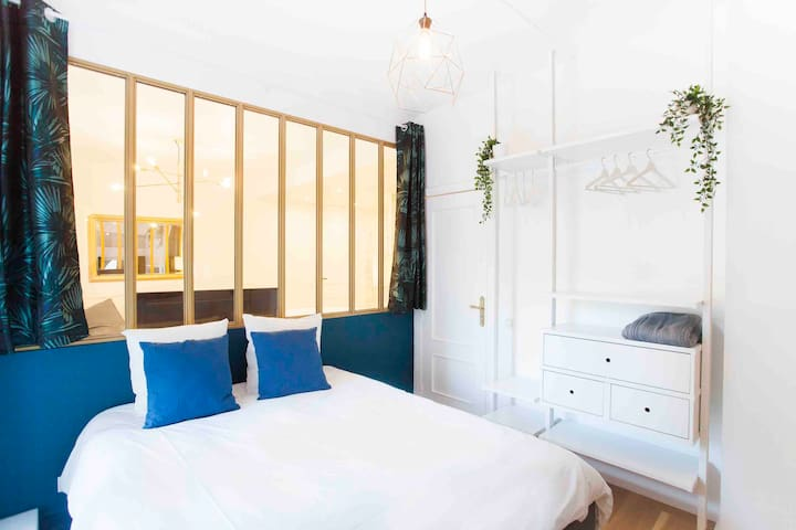 Chambre spacieuse avec literie neuve ( 160 ) et dressing