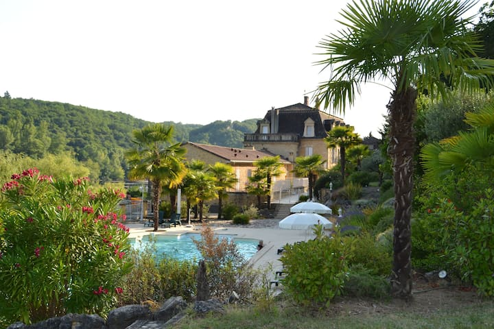 Cottage with pool,park and terrace with rivervieuw - Lalinde - Casa
