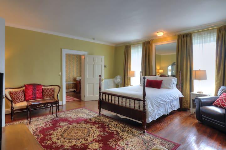 Luxury Suite 2 with Full Private Bathroom