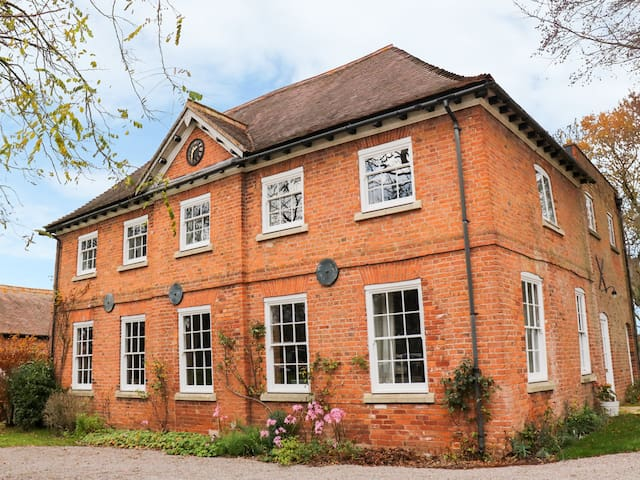 THE COACH HOUSE, family friendly in Hereford, Ref 996637