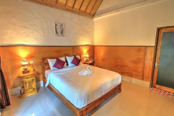 Grealeen Cottages - Stay in Tropical Garden View