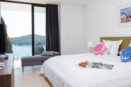 Bedroom with the views to the Lokrum island and sea view