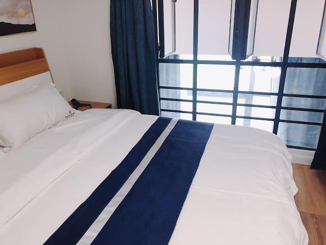 悦东区旅行温馨大床房,停车方便,出行方便,靠近阳澄湖,华谊兄弟电影城 高速口