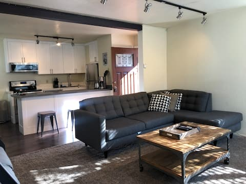 Remodeled 1BR Condo Walking Distance to Village