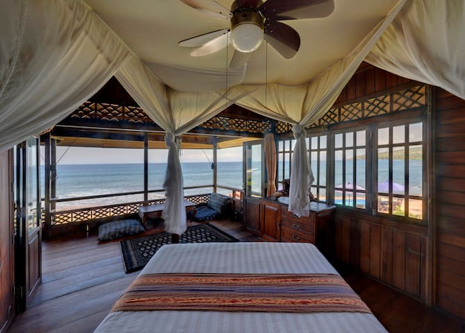 "Ocean Front Villa ""Neptune Suite"" East Bali - Karangasem Sub-District - Villa"