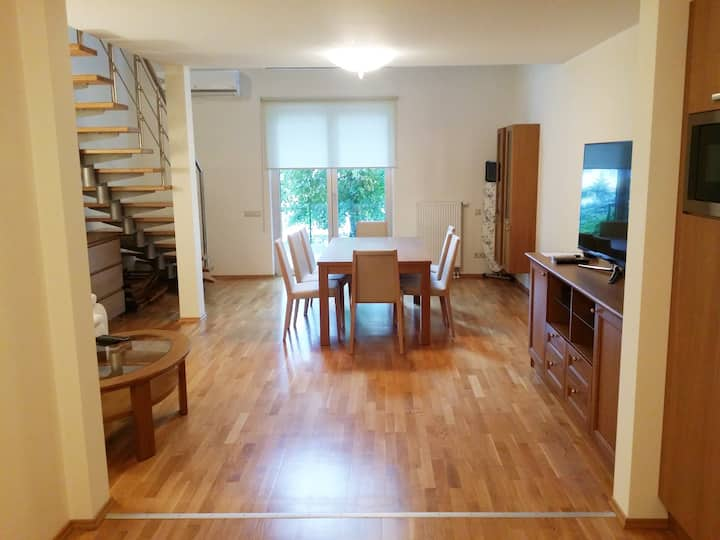 3 rooms 2 level modern flat with patio and parking