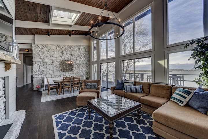 GORGEOUS & Newly Renovated LakeHouse in Nashville