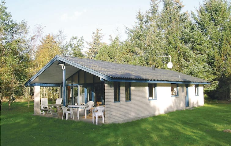 Holiday cottage with 3 bedrooms on 76m² in Jerup