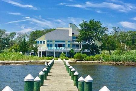 Waterfront Luxury Home With Private Dock & Beach