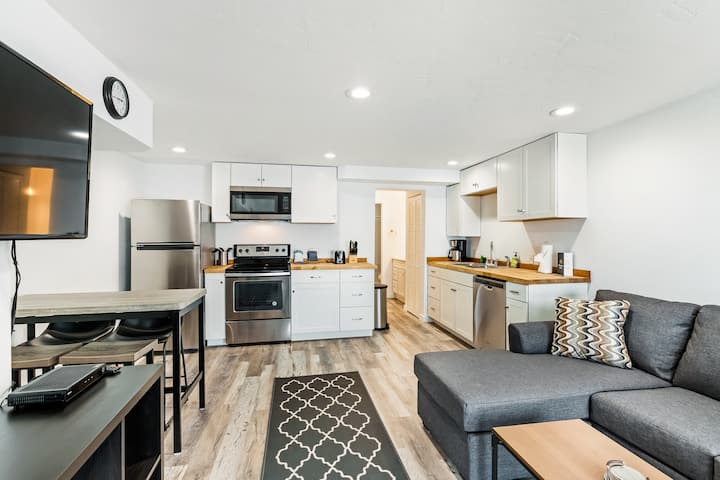 Newly-renovated, lakefront condo on ground level steps away from Lake Dillon