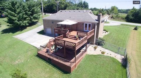 Main/Top Floor of House - 3br, 2ba, & Upper Deck
