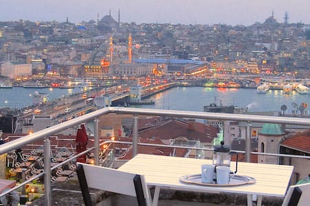 Newly renovated in Galata, with terrace views!