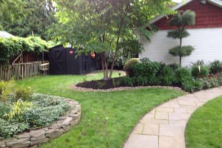 Charming Glenside Home PAPAL Visit - Glenside