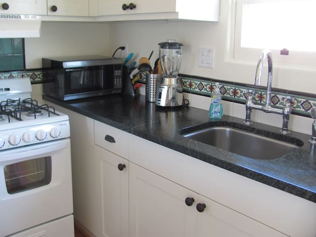 Stove, microwave, refrigerator, coffee maker, blender and everything you need in the kitchen