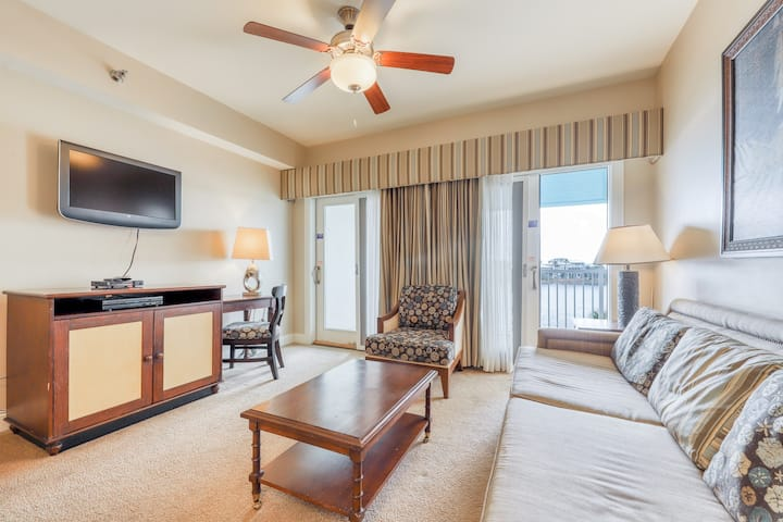 Classy condo w/ lake view, free WiFi, and access to shared pools & hot tubs!