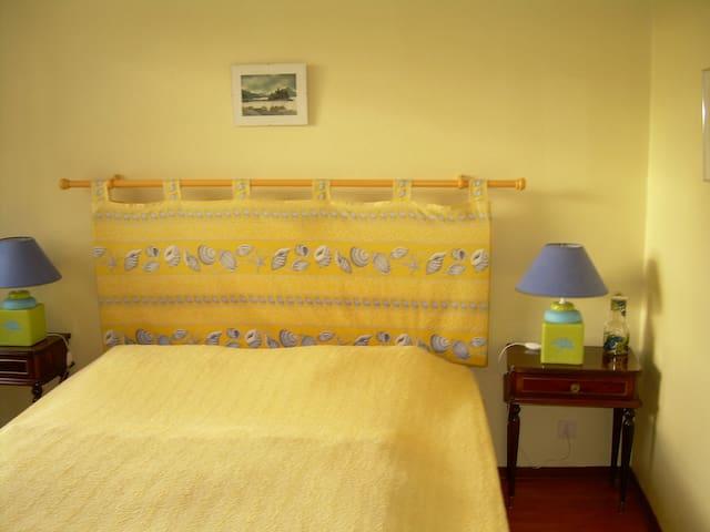 chambre parents : lit de 160 ( trés confortable )