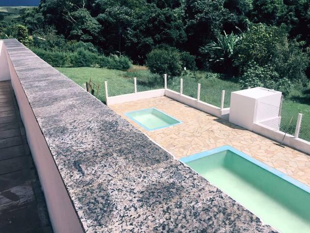Casa Alvenaria p/20 pessoas LINDA CASA - Joanópolis - Casa