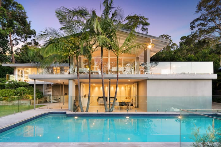 Avalon Beach Tropical Retreat