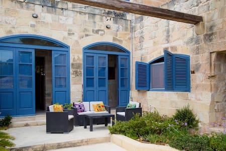 Countryside Farmhouse Mgarr, Malta - Mgarr - Дом