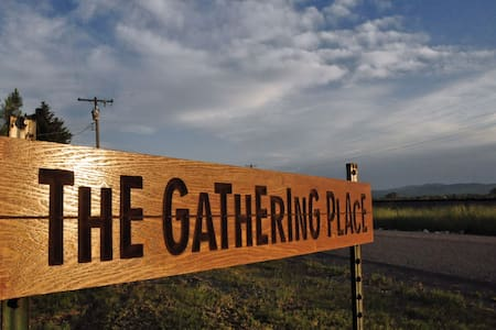 10 minutes from Lava! The Gathering Place