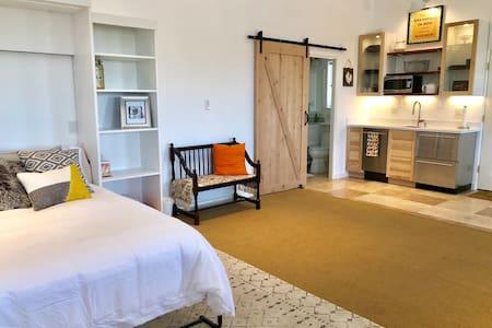 NEW! Buena Vista Barn-Modern Open North Scottsdale