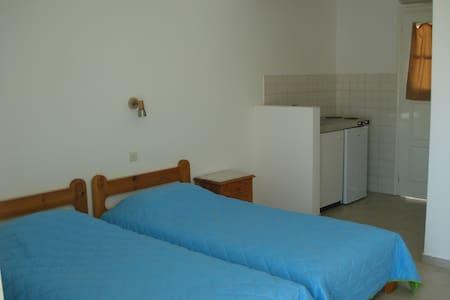 ΕΝΟΙΚΙΑΖΟΜΕΝΑ ΔΩΜΑΤΙΑ - Skala Eresou - Apartamento