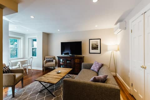 English Basement Apartment Steps from the Capitol!